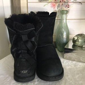 UGG Bailey Black Shearling Boots BOWS Sz 8